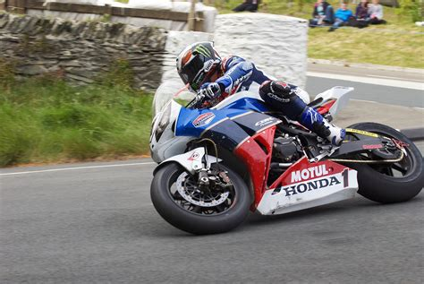 IOMTT: John McGuinness Strikes First with a 130 MPH Lap