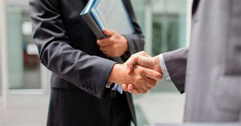 What men with strong handshakes all have in common